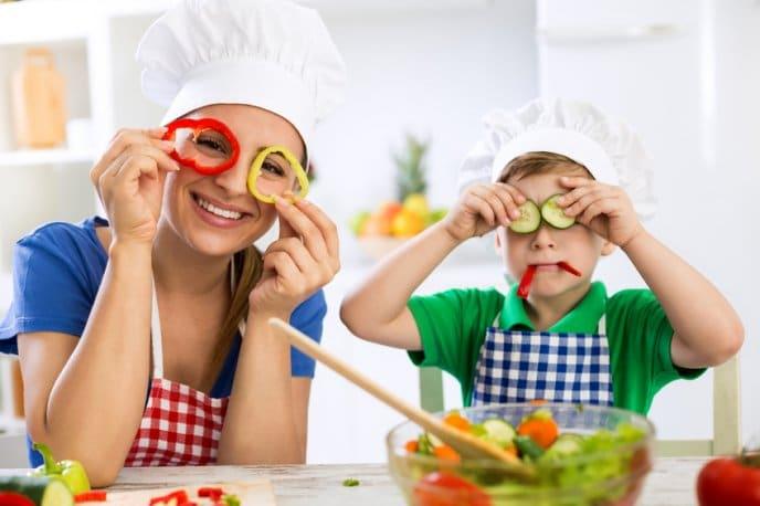 con niños cocinar